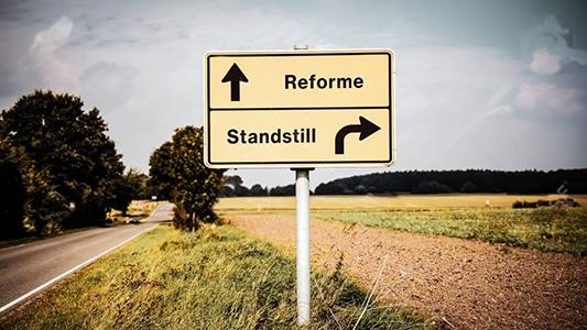 Street Sign Reform versus Standstill